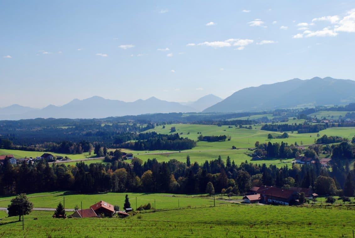 Terenurile şi locuinţele din România vor fi înregistrate gratuit