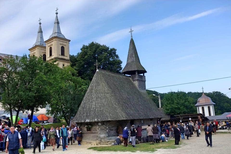 Nicula 2016: Peste 50.000 de credincioşi au participat la Liturghia Adormirii Maicii Domnului