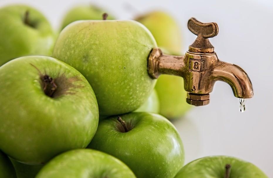 Românii consumă tot mai multe sucuri din fructe
