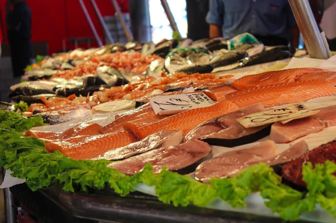 ANSVSA a suspendat activitatea a două unități de alimentație publică de la Hala Obor
